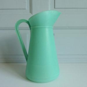 Broc vert vintage plastique