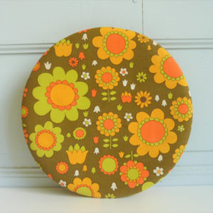Boite ronde en tissu à fleurs seventies